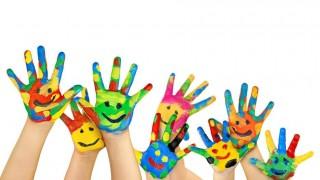 niños manitos pintadas